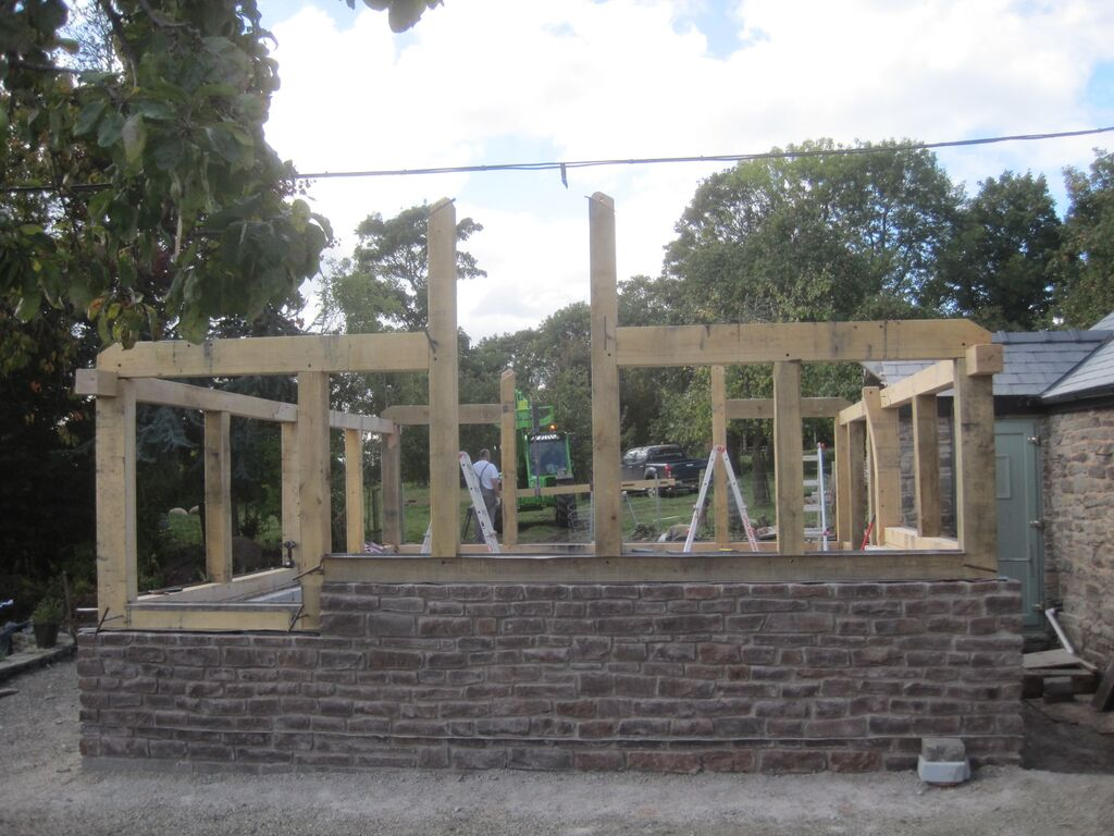 Oak frame extension by Castle Ring Oak Frame