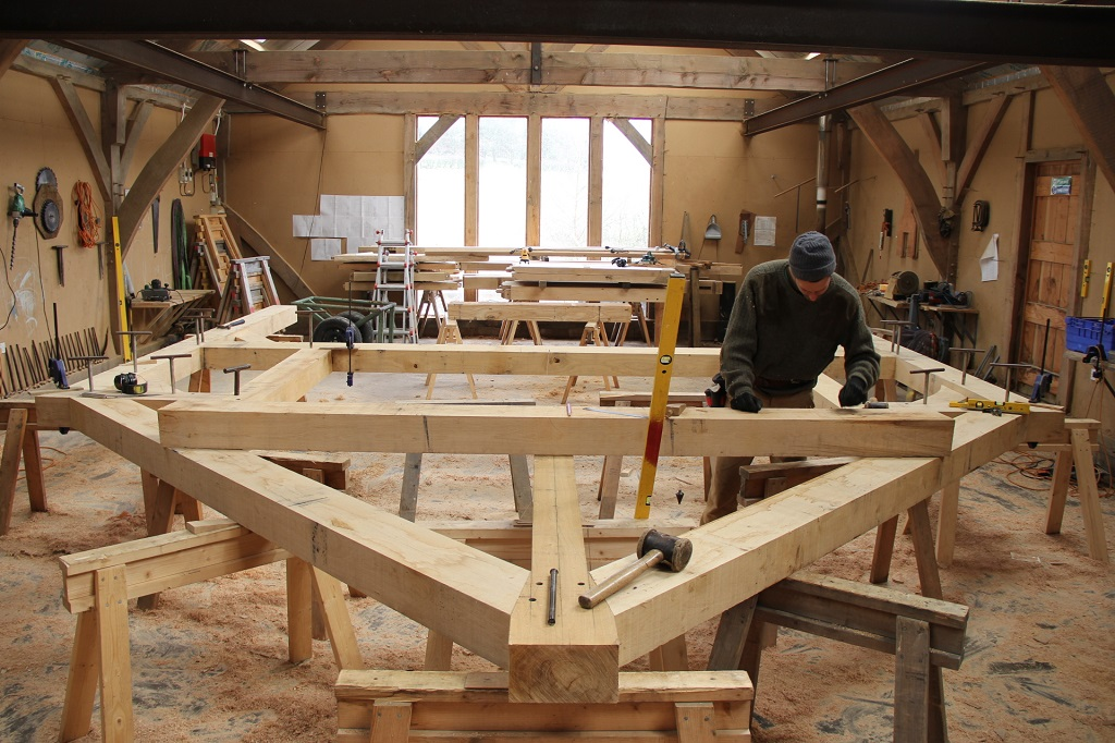 Cross frame in workshop Castle Ring Oak Frame