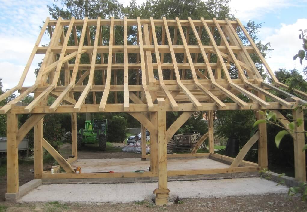 timber frame barn by Castle Ring Oak Frame