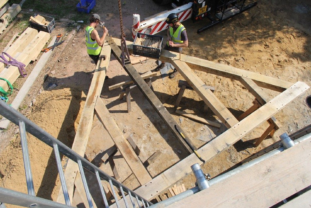 Oak frame truss